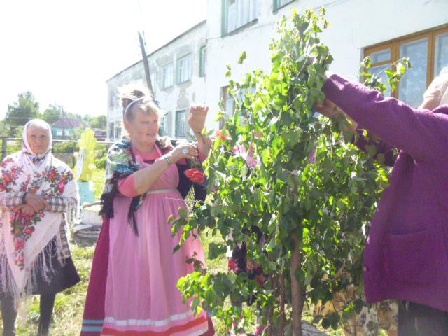 Праздник Святой Тройцы  в  селе Мельцаны