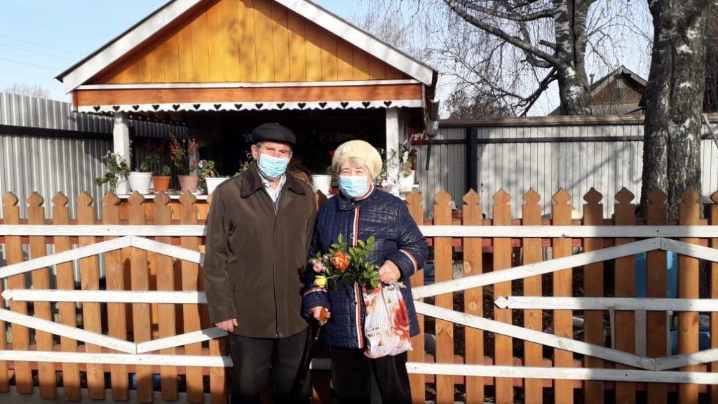Поздравление на дому ко Дню пожилого человека