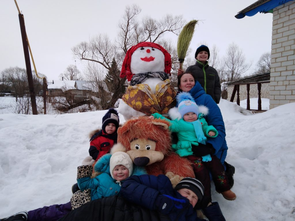 "Конкурс на лучшего снеговика: "" А у нас во дворе!"""