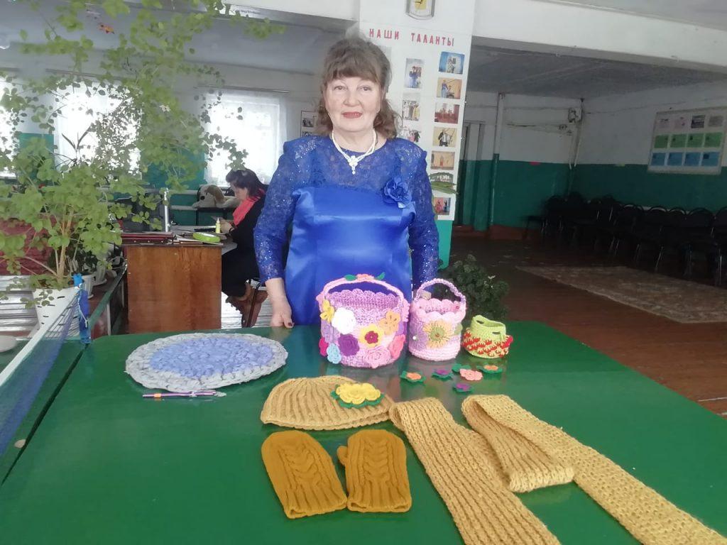 Мельцанские рукодельницы без дела не скучают, вяжут, шьют и вышивают.