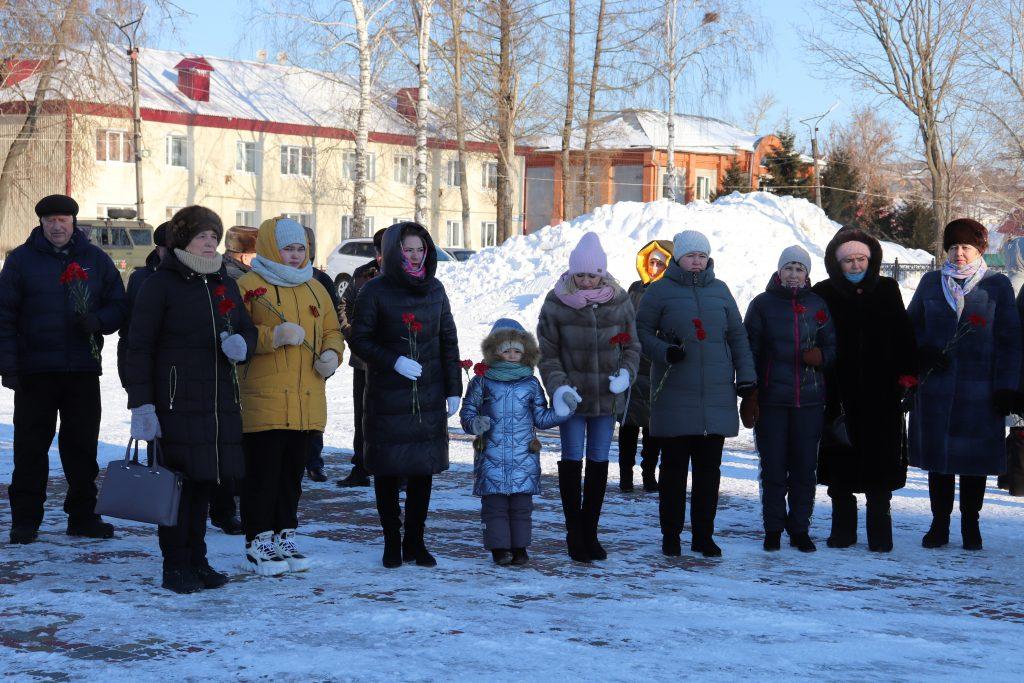 23 февраля в с. Старое Шайгово возложили цветы к памятнику погибшим воинам в годы Великой Отечественной войны.