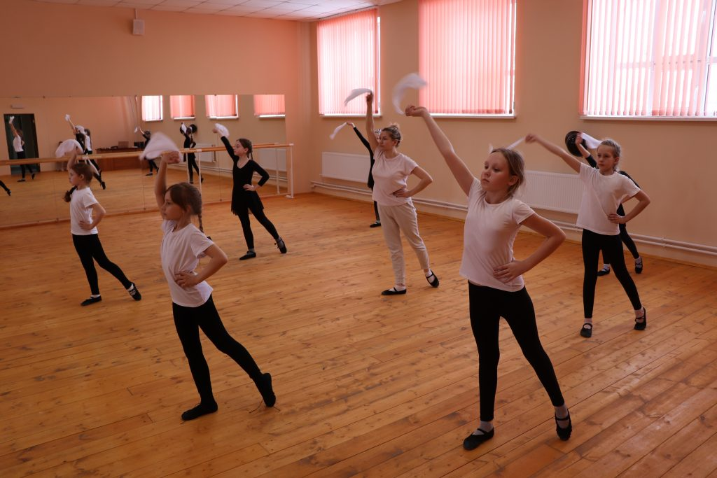 Разучивание танцевальных движений.