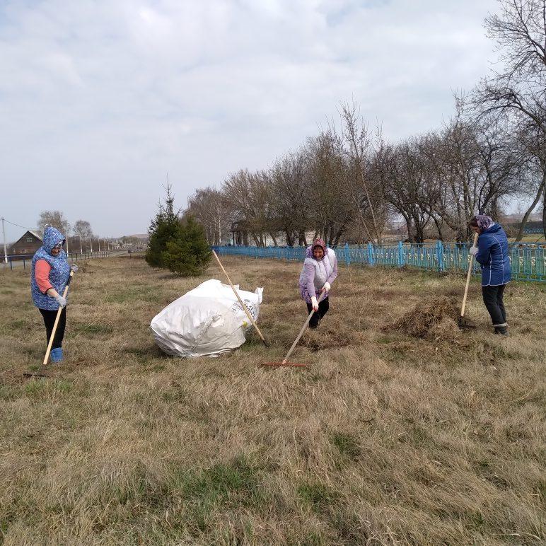 24 апреля в селе Старая Теризморга работники сельской администрации и сельского клуба приняли участие во Всероссийском субботнике.