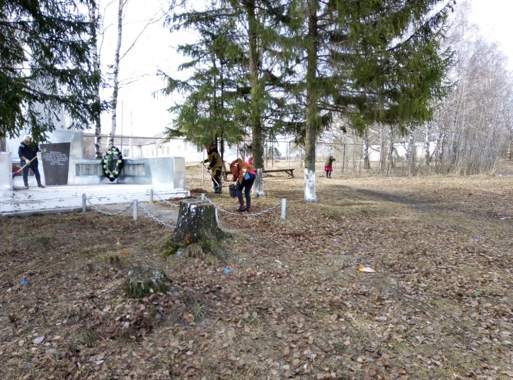 16 апреля,в День заботы о памятниках истории и культуры,в Новофедоровским сельском поселении провели уборку памятников в сёлах Новая Федоровка и Кулдым.