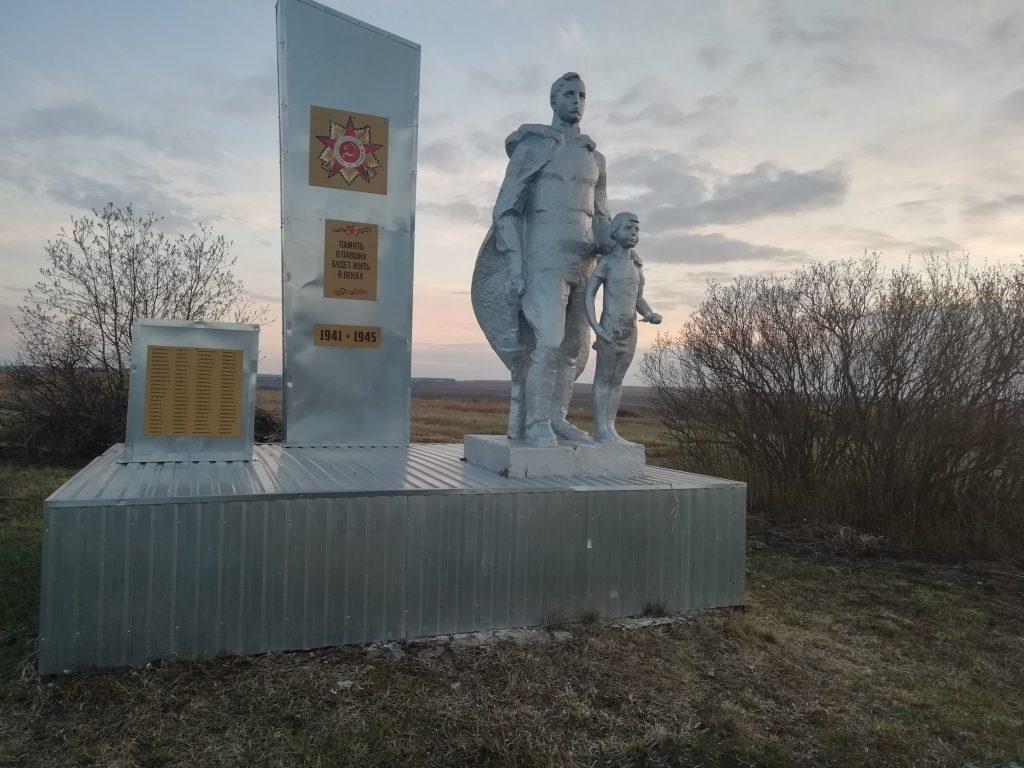 Памятник полностью готов к празднику Великой Победы.