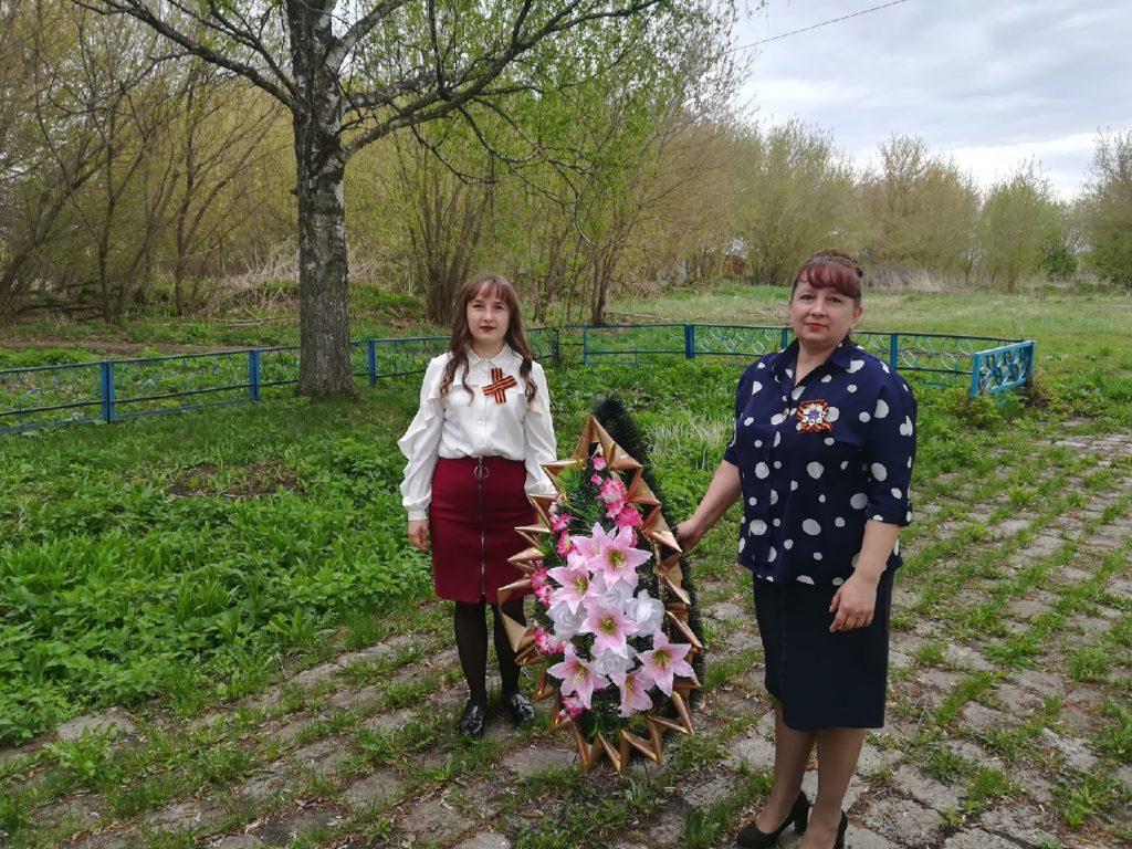 В селе Старая Федоровка почтили память павших воинов Великой Отечественной Войны 1941-1945 гг. возложением венков.
