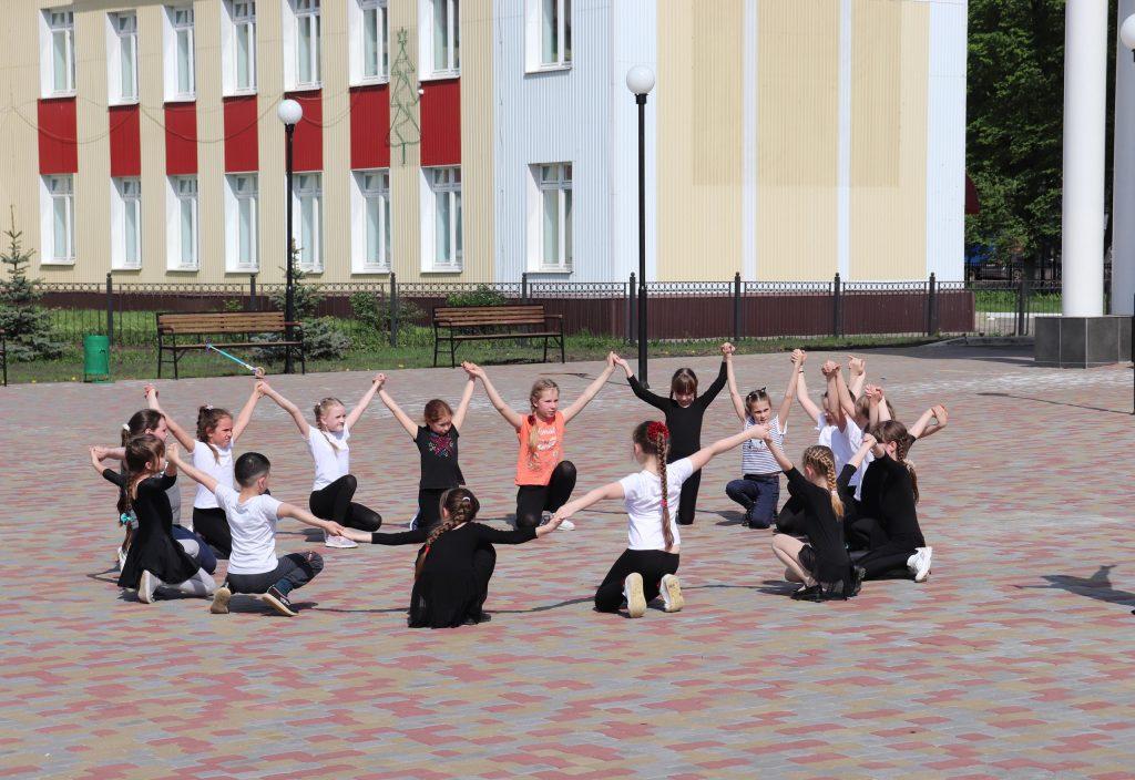"""Сегодня на территории МБУК """"Центр культуры"""" прошла репетиция ко Дню защиты детей."""