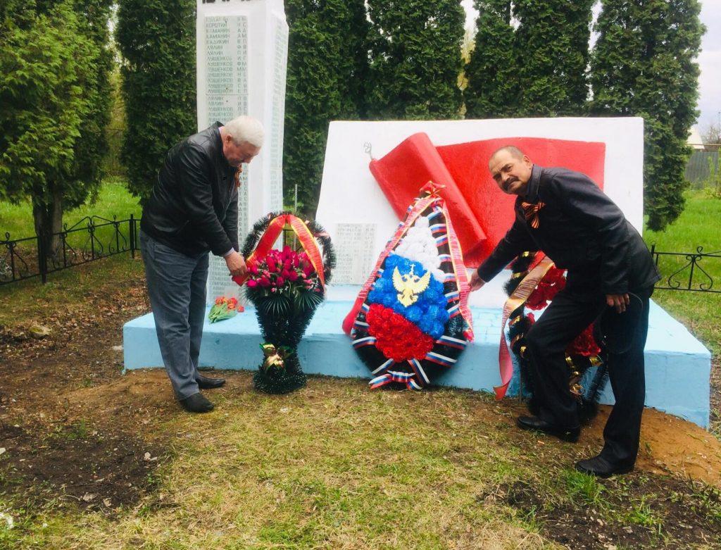 9 мая, в день празднования Великого Дня Победы, жители села Ингенер-Пятина возложили цветы и венки к памятнику погибшим воинам в годы ВОВ