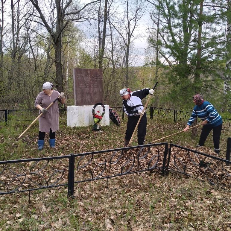 Сегодня, 8 мая силами работников Администрации Старотеризморгского сельского поселения и сельского клуба была произведена уборка территорий памятников павшим воинам в селе Поруб и Акшов.
