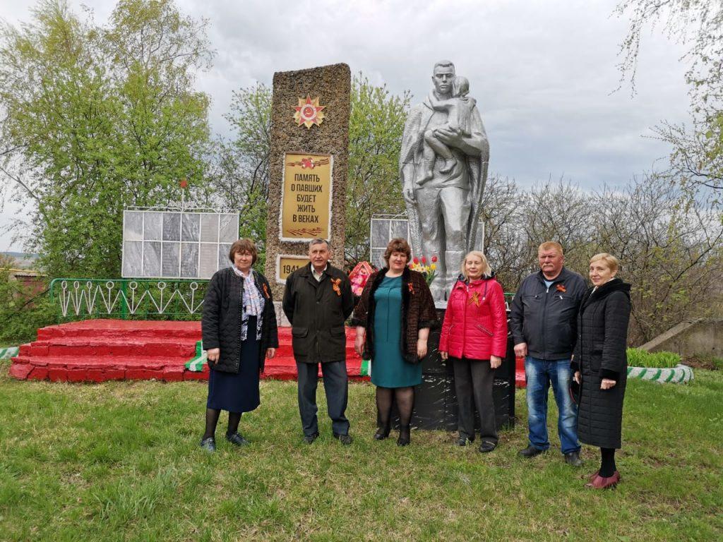 В селе Шигонь возложили цветы и венки к памятнику воинам, павшим в Великой Отечественной войне 1941 – 1945гг.