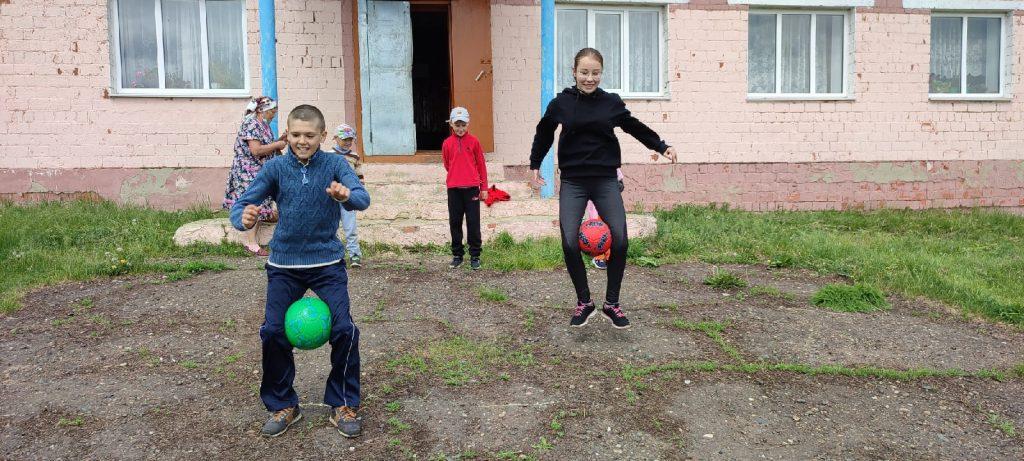 1июня, в 11.00 на площади Лемдяйского сельского клуба состоялся праздник, приуроченный ко Дню защиты детей.