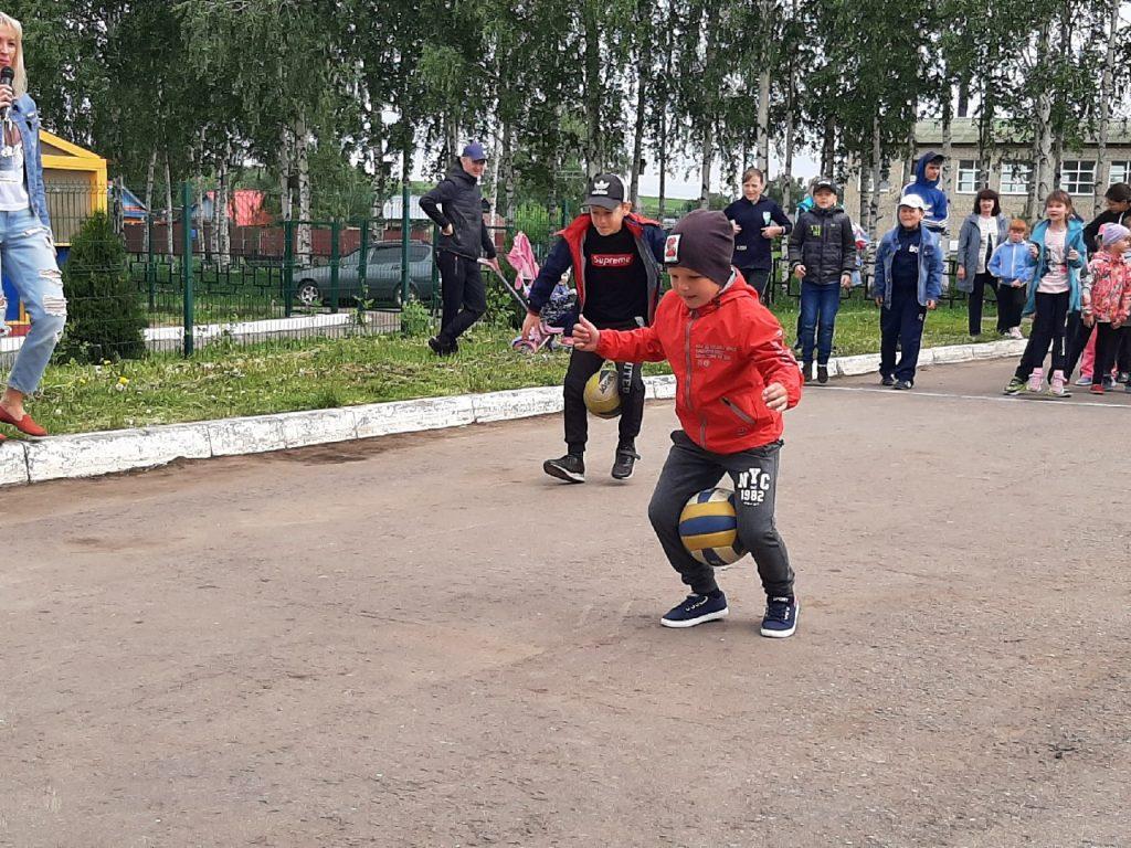 В Новотроицком Доме культуры 1 июня прошла игровая программа.