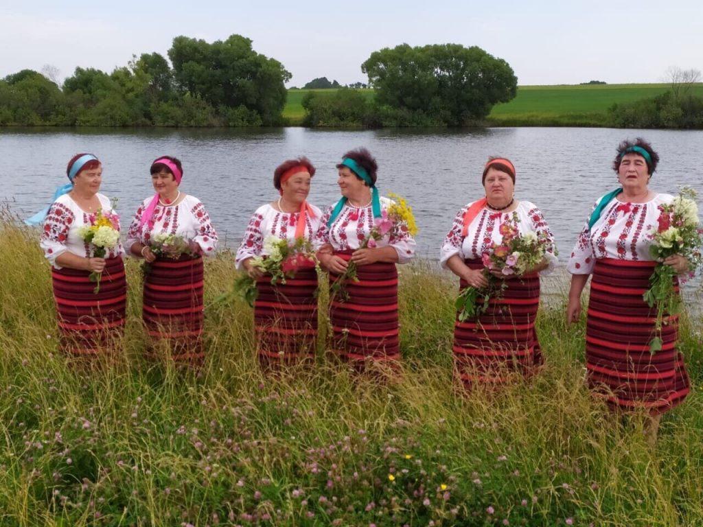"""В Восходском сельском клубе проходят репетиции вокального кружка """"Надежда""""."""