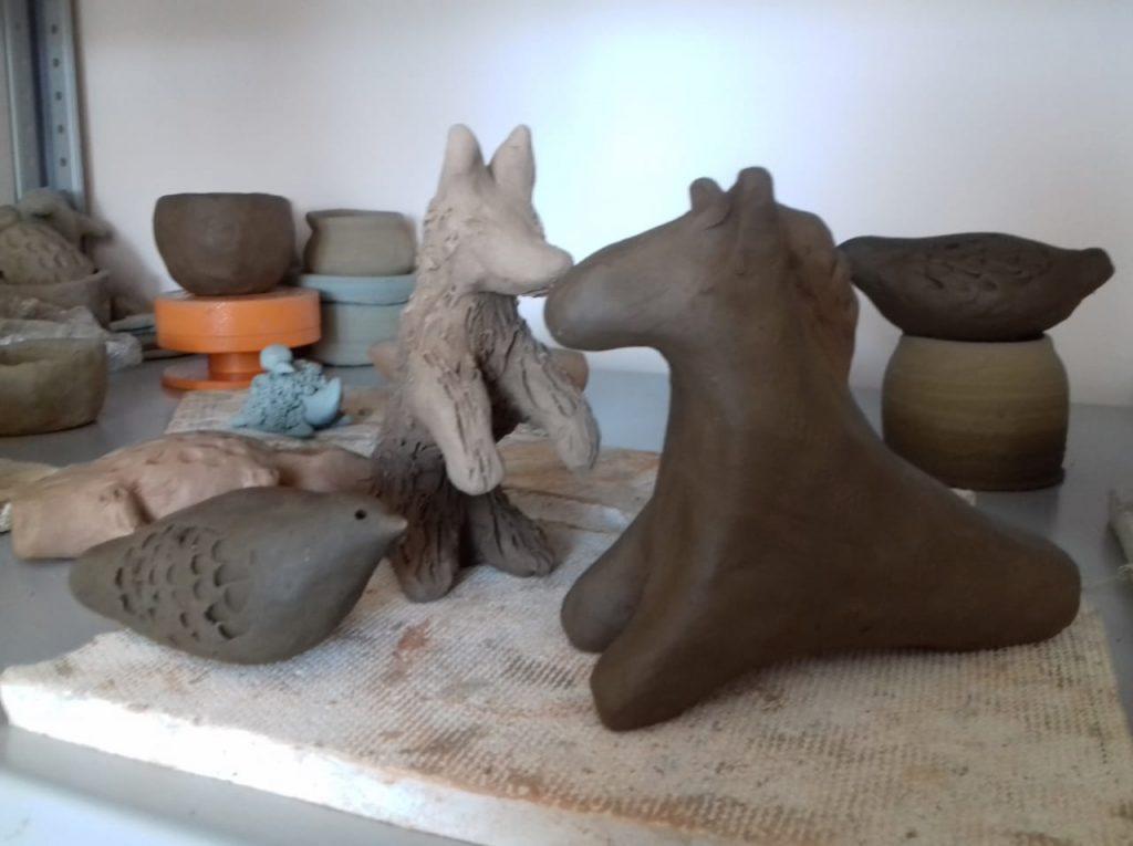 Лето-самое время для творчества! В нашей уютной студии ремесла продолжают проходить мастер- классы по лепке и гончарному делу.