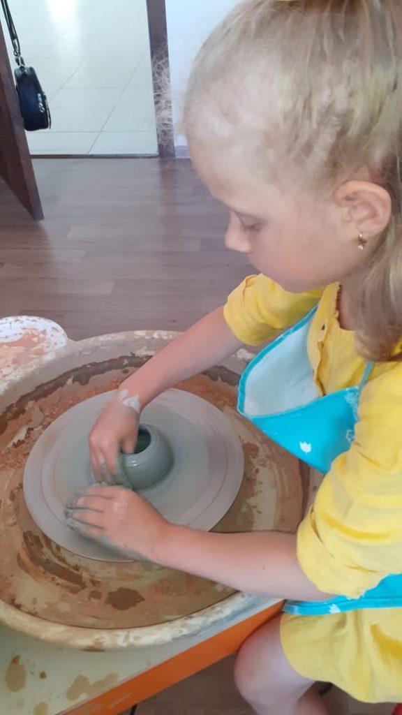 Какой подарок самый лучший для мамы и папы? Да тот, который сделан своими руками. 8 июля в День Семьи дети готовили памятные сувениры для самых близких.