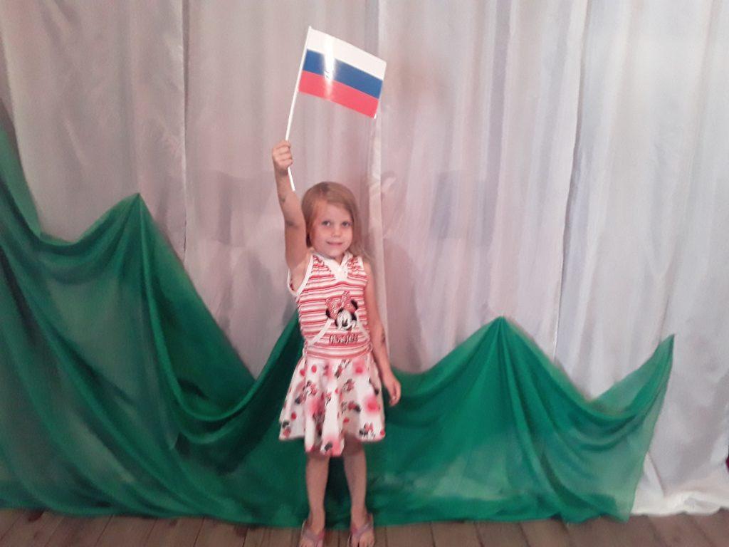 Краева Полина присоединяется к онлайн-флешмобу «Флаги России»