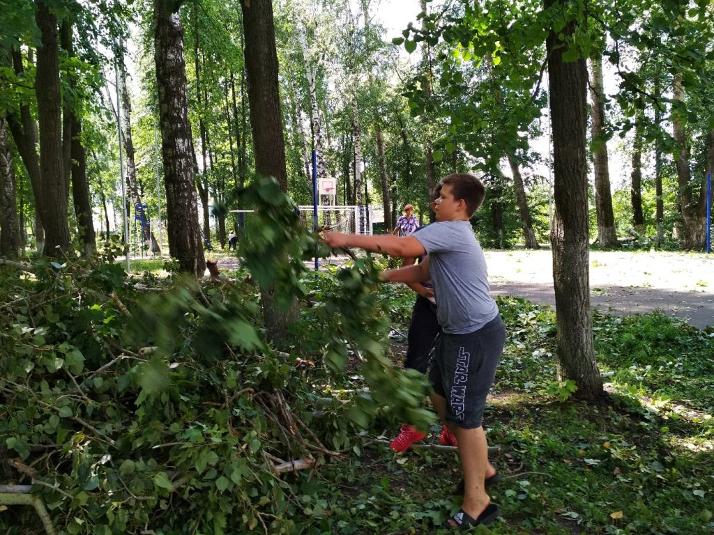 Сегодня , 4 августа Волонтеры культуры провели уборку в парке отдыха после урагана.
