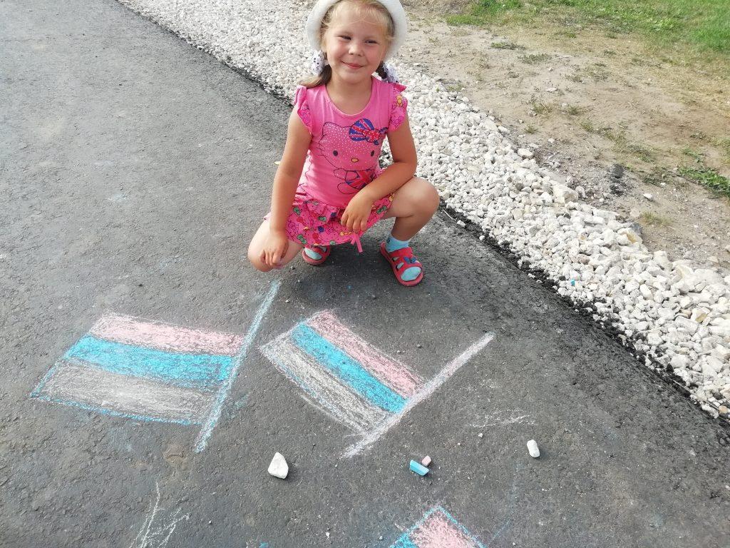 Шигонский сельский клуб принял участие в онлайн-конкурсе рисунков «Я рисую Флаг России», приуроченный к празднованию Дня Государственного флага Российской Федерации.