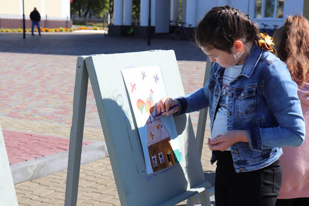 Также в акции приняли участие Старошайговская ДШИ им. Г.И. Сураева-Королева. Детям был показан мастер-класс, затем дети активно расписывали тарелочки и рисовали на мольбертах . Участники мероприятия смогли хорошо отдохнуть и с пользой провести время.