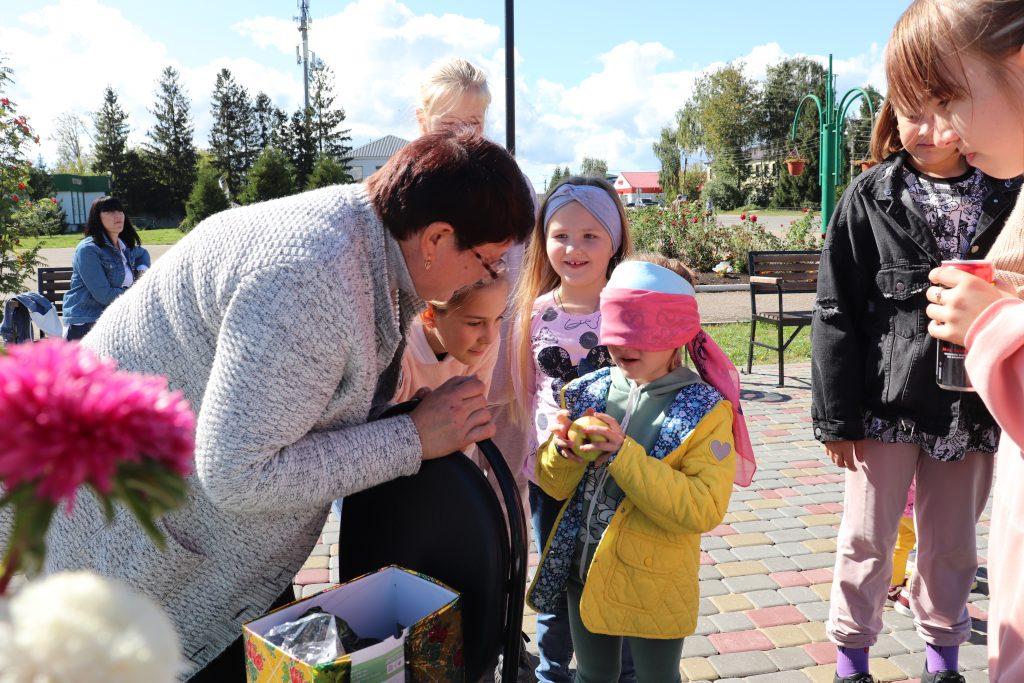 """В акции «Культурная суббота приняли участие Старошайговская центральная библиотека им. И. М. Девина. С жителями была проведена викторина- """"Осенний калейдоскоп"""" и конкурсы, где каждый ребенок получил сладкий приз ."""
