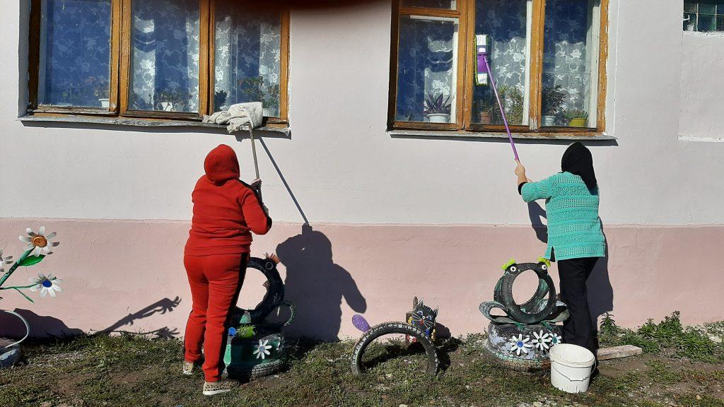 7 октября работники культуры Мельцанского сельского клуба провели осенний субботник. Осень радует тёплой погодой и есть возможность навести порядок.