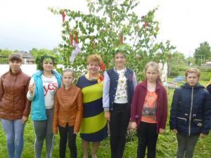 Самые активные участники праздника с главой сельского поскления Пахомовой М.С.